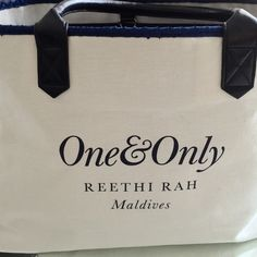 up close and personal with our 2015 #beachbag designed for One&Only Reethi Rah. #travel #luxury #sustainable