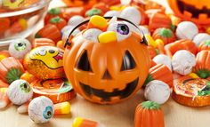 Halloween Candy buying guide from Labor 411. Making it easy to support good jobs here in the US!