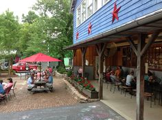 Dine under the stars at Hubba Hubba Smokehouse in Flat Rock, NC