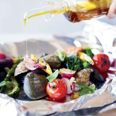 In this grilled shellfish dish, foil packets preserve every drop of the delicious seafood juices for sopping up with crusty bread.
