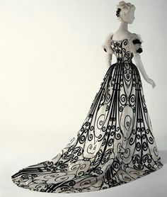 Late 1800's dress.  Reminds me of a dress on the Legend of Sleepy Hollow movie.