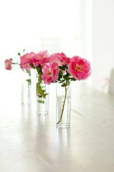 clean, simple, & beautiful table decorations, interior design, centre pieces, loft, white rooms, paper flowers, belle, floral arrangements, centerpieces