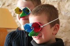 Commedia dell 'arte avec un masque boite d'oeufs