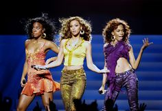 30 Songs You MUST Listen to When You're Pregaming With Your Girls 30 song