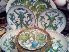 ceramica em verde e azul em Deruta