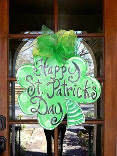 burlap, doors, bronwynhanahanart, door hanger, clovers, saint patricks day, st patricks day, hangers, stpatrick