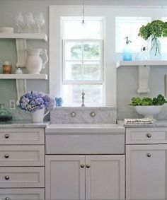 Kitchen: Open shelves