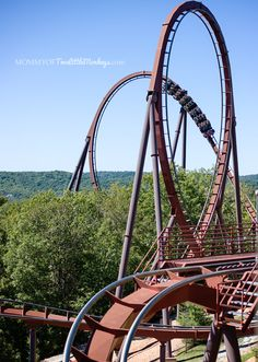 Wildfire at Silver Dollar City Branson, Missouri i LOVE this roller coaster!!! its th bomb.com!!!!!