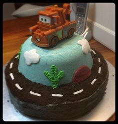 Tow Mater Truck and Track. @bobsgonemad~~ Grandson Tanner would love this cake!