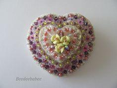 Fieltro del corazón Pin / Pin del corazón / Beaded Pin
