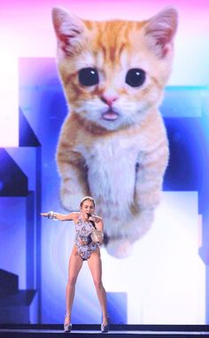 Miley Cyrus, 2013 American Music Awards