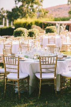 white tablecloths w gold chairs