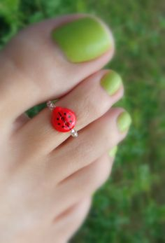Toe Ring - Red Lady Bug Button Stretch Bead Toe Ring i want one!