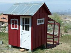 How cute is this mini coop? It is home to 6 chickens, and includes a screened-in area so birds can go outside and still be protected. | 12 cozy coops | Living the Country Life | http://www.livingthecountrylife.com/animals/poultry/12-cozy-coops/?esrc=nwlc011013=dm17.642643