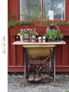 would love to have the table my brother made out of an old sewing machine stand! jardin diy, garden continu, plant stand, idea, red cabin