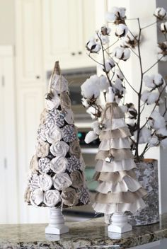 Rosette and Burlap Christmas Tree- tip junkie site has great ideas.  love this one.