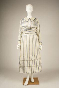 1915-1917 British dress.