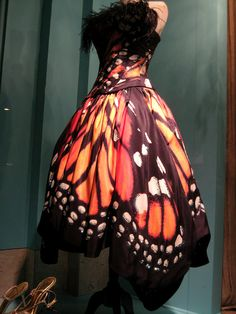 I'd love it with a black sash that faded in to monarch print at the ends. Divine! Maybe black a the top, too?