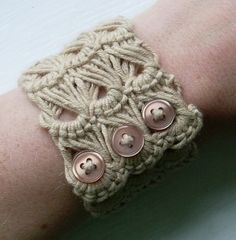 Love this broomstick lace bracelet.  Good tutorial. diy-fashion