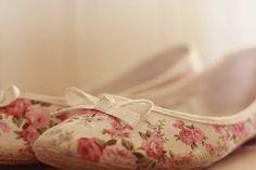 slippers, shoes, floral prints, flower prints, floral flat, bows, pink, ballet flats, vintage roses