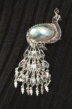 VINTAGE 950 FINE SILVER FILIGREE GRAY MABE PEARL PEACOCK CHANDELIER TAIL BROOCH