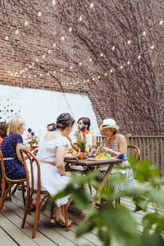#al-fresco, #backyard, #patio, #dinner-party, #string-lights, #twinkle-lights, #outdoor-dinner-party, #clambake  Photography: Amber Gress Photography www.ambergress.com - ambergress.com/  Read More: http://www.stylemepretty.com/living/2013/08/07/summer-clambake-in-the-city/