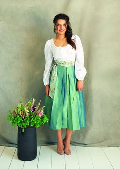 Skirt with tie bands. Plus size skirt sewing pattern.