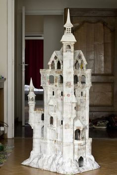 papier maché castle. Ok, so not a dolls house but had to include this !