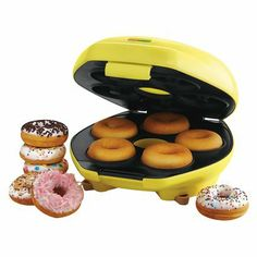 Make your own healthy baked donuts with this sunny little donut maker by Sunbeam! $28.99 | #holiday #kitchen #cook #gift