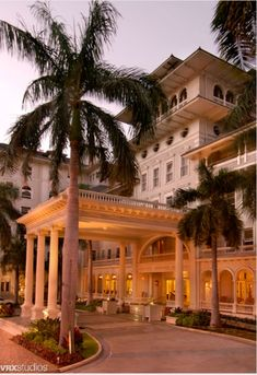 Moana Surfrider Hotel, the oldest hotel in Waikiki, Honolulu and it's haunted!
