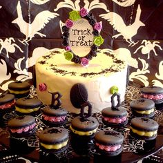 Gothic Halloween Cake and Macarons 10