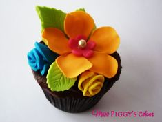 pics of hawaiian cupcakes | Tropical Flower Cupcake | Miss Piggy's Cakes Flowers Cupcakes, Piggy Cake, Luau Parties, Tropical Cupcakes, Cake Ideas, Flower Cupcakes, Cupcakes Rosa-Choqu, Cupcakes Flowers, Tropical Flowers