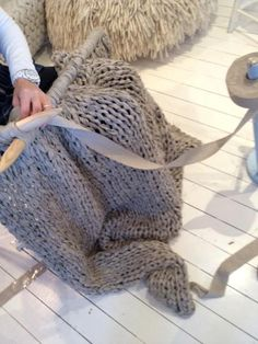 giant knitting needles = awesome blankets!