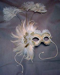 Mask con plumas