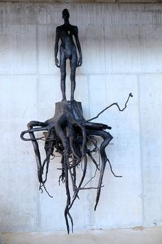 burning man, tree stumps, art blog, art houses, wood sculpture, wood carvings, aron demetz, root vegetables, human figures
