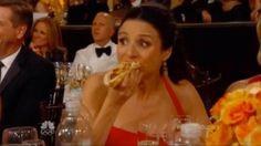 Julia Louis-Dreyfus eats a Hot Dog at the 2014 Golden Globes
