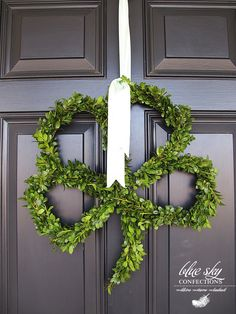 St Patty's Day wreath the doors, clovers, four leaf clover, front doors, st patricks day, home decorations, diy home, wreaths, crafts