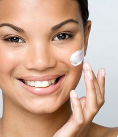 Wellness Wednesday Tip: How to {Properly} Protect Skin from Sun Damage. Click on to read!