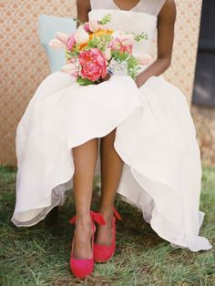 coral shoes & gorgeous bouquet!