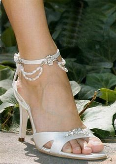 wedding heels with sparkles and pearls