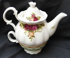 Royal Albert Old Country Roses Teapot Set for One. Beautiful flowers !