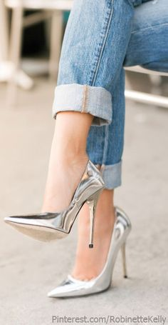 Silver Accessories | Street Style  #sapatos #shoes #salto #heels #fashion #glam #prata #silver