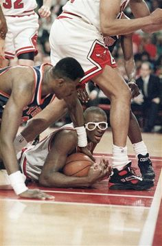 Chicago Bulls - Horace Grant, now you see me, now you don't. Get off me Ewing!!!