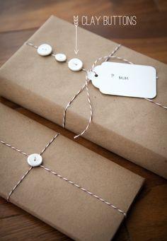 Custom Handmade Clay Button Gift Accents // pequeños botones de arcilla hechos a mano para decorar regalos