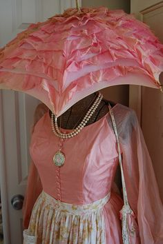 love this vintage pink umbrella!