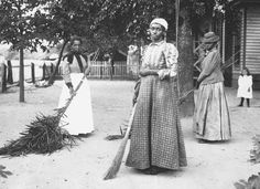 African-American women sweeping their yards in Belton, South Carolina. The preference for bare earth and smooth, regular surfaces, carefully tended, was common in Africa and remained customary in the yards of black Americans until the 1940s.