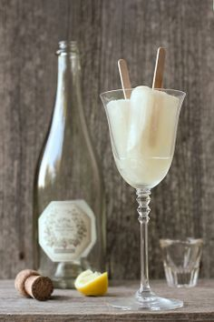 Champagne/New Years Popsicles #newyears #recipe #champagne