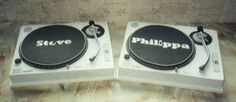 novelty wedding cake of DJ's turntables