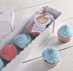 5 cupcakes in a row? No problem! We have the perfect box for them! http://selfpackaging.com/3005-box-for-5-cupcakes-1055.html?size=1 // #cupcakes #cupcakeboxes #baking #cakes #homemade #lovelylittleboxes