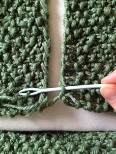 Finishing off your knitting project: how to join two edges and how to darn / weave in ends! knitting projects, weaving in ends crochet, weaving ends knitting, edg, crochet ending, how to knit, knit projects, joining yarn, knitted projects